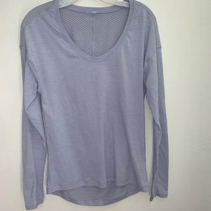 Lululemon V-neck long sleeve with thumb hole 10